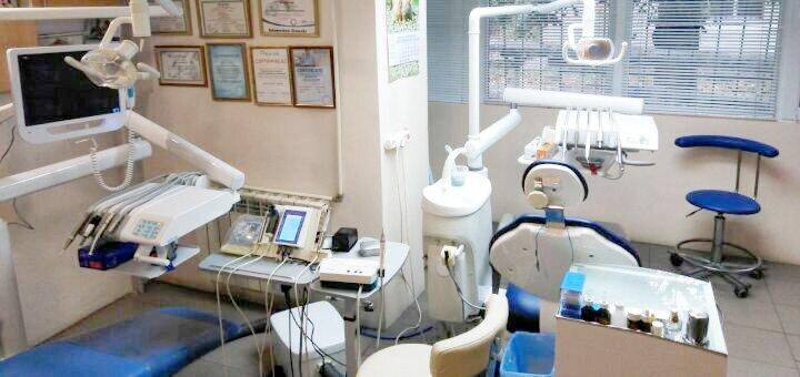Скидка до 83% на УЗ-чистку, полировку, «Air-Flow» или фторирование зубов в «Dent Beauty»
