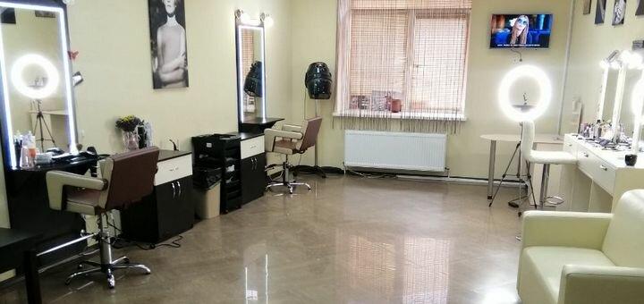 Маникюр и педикюр с покрытием гель-лаком одной или двух зон в салоне красоты «E'len Andre'»