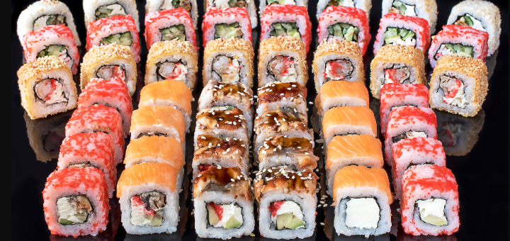 Скидка 50% на суши-сеты от службы доставки «SushiRoll»
