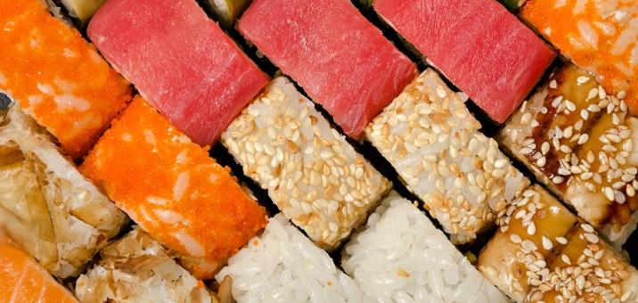 Скидка 50% на суши-сет «Мега-хит 2.3 кг» или «Облака» службы доставки «Гурман»