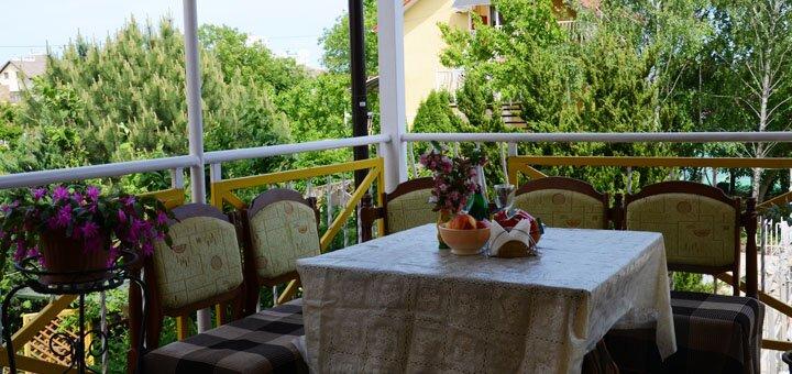 От 4 дней семейного отдыха в низкий сезон в отеле «Эллада» в Черноморске на берегу Черного моря