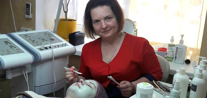 До 3 сеансов ультразвуковой или механической чистки лица от косметолога Евгении Козюры