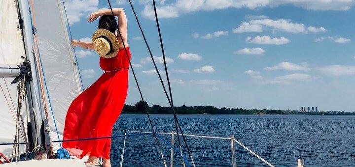 Скидка 42% на трехчасовую прогулку на яхте под парусами от яхтенного клуба «Yacht Fun»