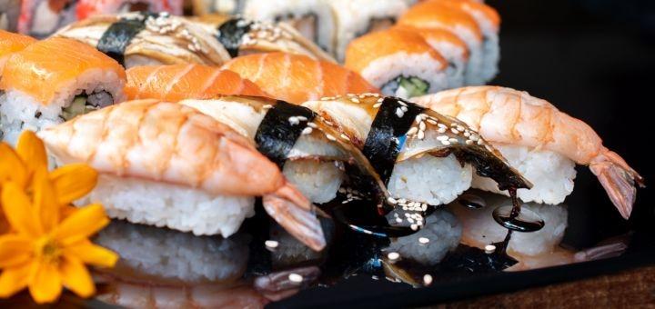 Скидка 50% на суши-сет «№33» от службы доставки «SushiRoll»