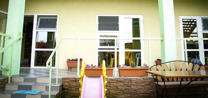 От 3 дней отдыха в бархатный сезон в отеле «Миндаль» в Затоке на Черном море