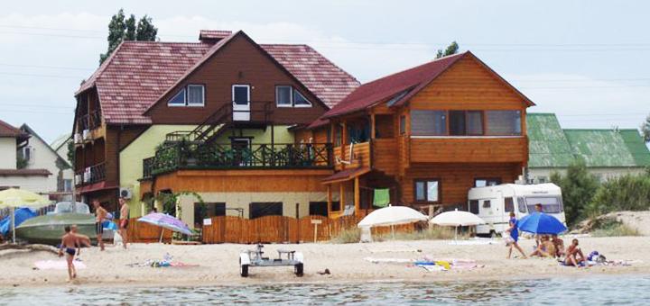 От 3 дней отдыха летом в номере люкс отеля «Вилла Ялита» в Бердянске на берегу моря