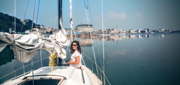 Скидка 40% на прогулку на парусной яхте и урок по управлению от школы «Yacht Points»