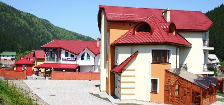 От 4 дней отдыха в бархатный сезон с питанием и сауной в комплексе отдыха «Лилиана» в Славском