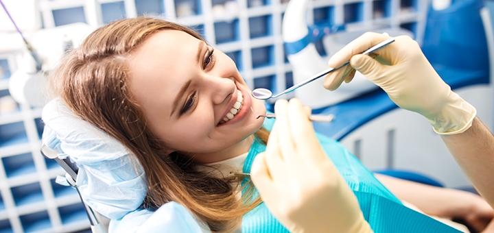 Лікування карієсу з установкою фотополімерної пломби в стоматології «White&Smile International»
