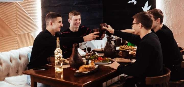 Скидка 50% на меню кухни, домашнее вино и чачу в ресторане грузинской кухни «Хванчкара»