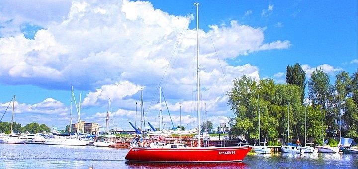 Скидка до 45% на трёхчасовую или десятичасовую прогулку на парусной яхте «Рубин»