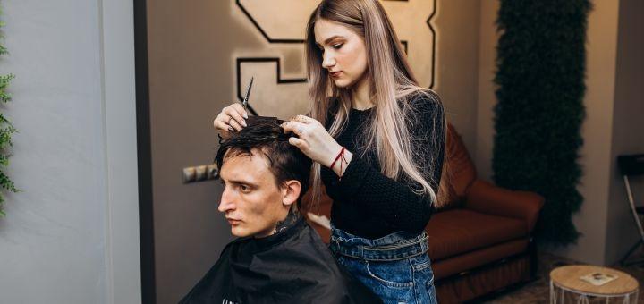 Мужская или детская стрижка, оформление бороды или бритье в барбершопе «98»