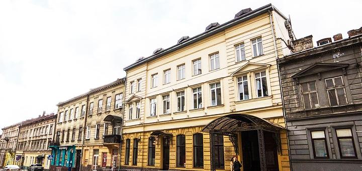 От 2 дней романтического отдыха с завтраками и экскурсией в отеле «Reikartz Дворжец» во Львове