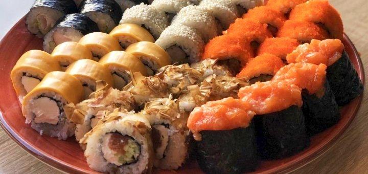 Скидка 50% на сет «№10» от суши-бара «Свои люди»