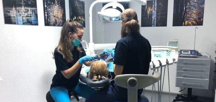 Скидка 59% на ультразвуковую чистку Air-Flow и отбеливание зубов в «Melius Ortho»