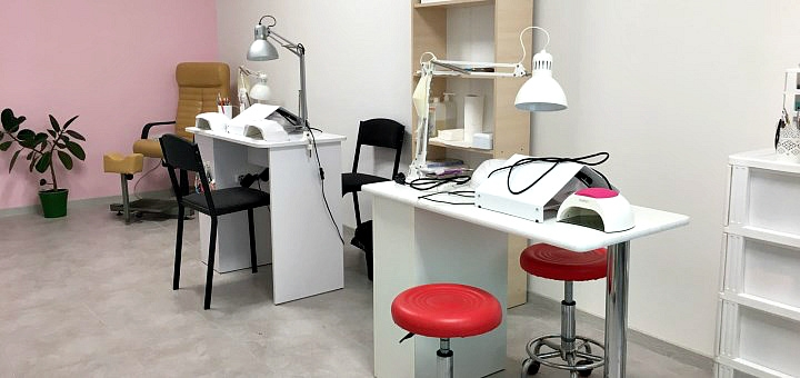 Маникюр и педикюр с покрытием гель-лаком в студии маникюра «T&D'O Studio»