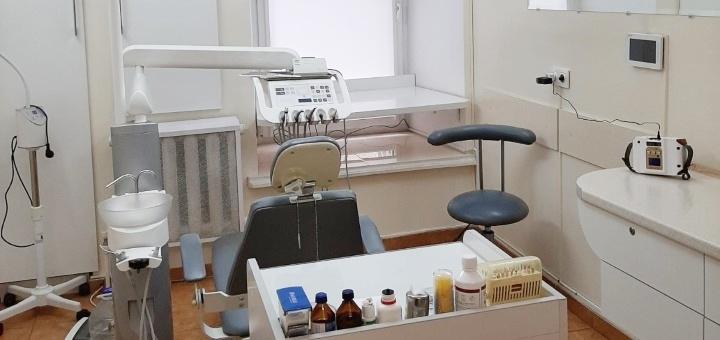 Лечение кариеса с установкой фотополимерных пломб в кабинете стоматолога Мустяцкого Юрия