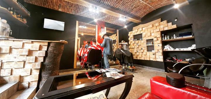 Чоловіча стрижка, корекція бороди та королівське гоління в барбершопі «Сокира» у Винниках