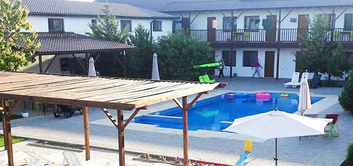 От 3 дней отдыха в бархатный сезон с бассейном в пансионате «Адажио» в Железном Порту