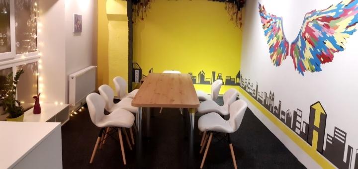 Аренда зала для празднования «Yellow Hall» в пространстве «The House quest&party»
