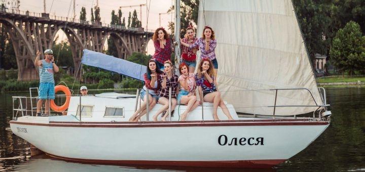До 5 часов прогулки на яхте «Олеся»