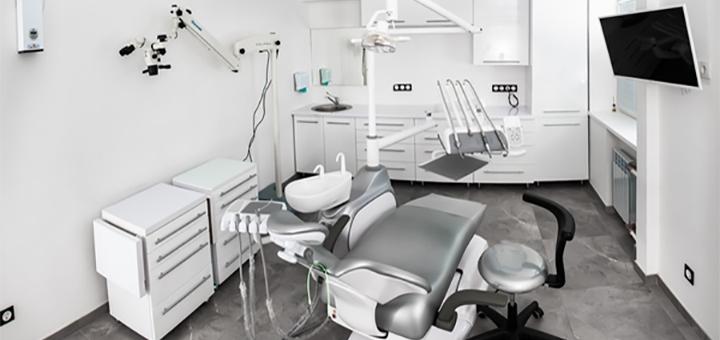 Професійна ультразвукова чистка зубів та Air-Flow в стоматологічній клініці «VAV Dental»