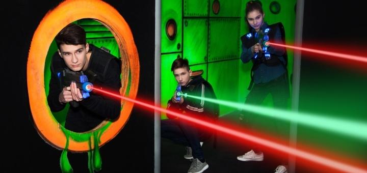 До 60 минут игры в лазертаг от арены «Лазерные бои» в РЦ «Блокбастер» в будние или выходные дни