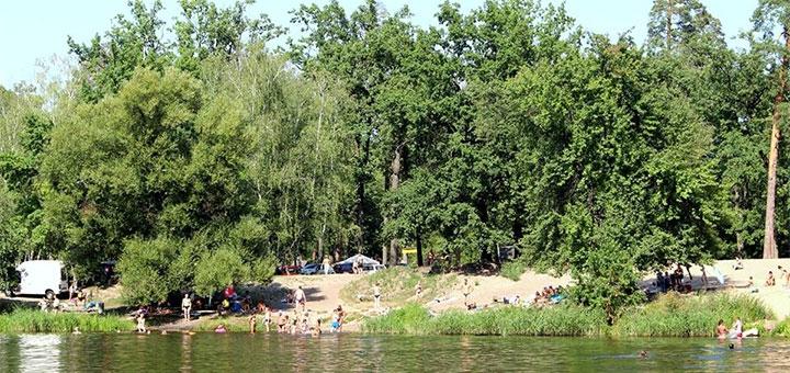 Аренда беседки с мангалом, шезлонгами и рыбалкой в зоне отдыха «Привал» в Пуще-Водице