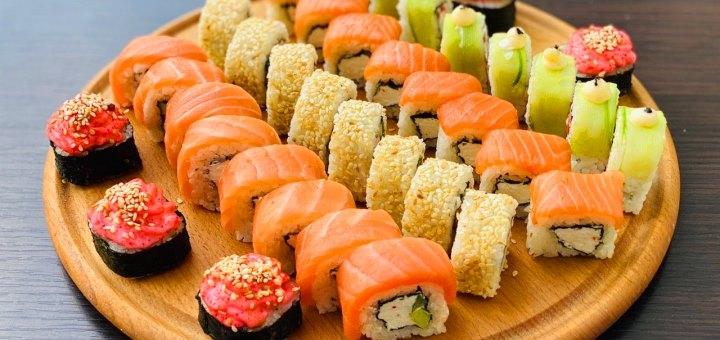Скидка 50% на килограммовый суши-сет «Бали» от сети кафе-магазинов «Суши Сет»