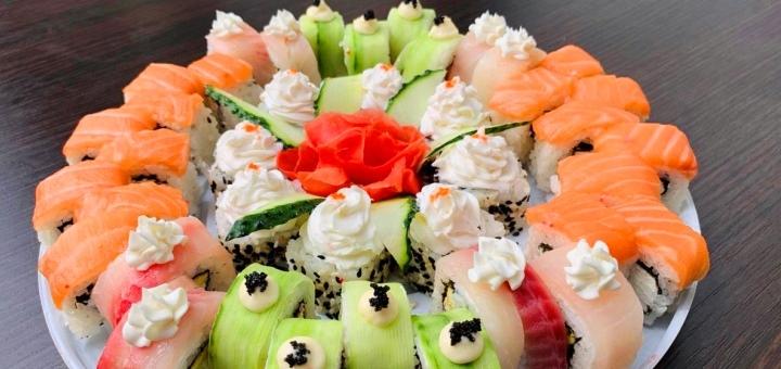Скидка 50% на килограммовый суши-торт «Фирменный» от сети кафе-магазинов «Суши Сет»