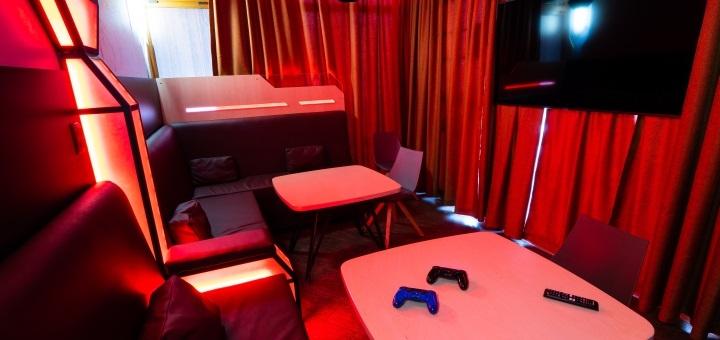 Скидка 50% на игру в VIP комнате на PlayStation4 в клубе виртуальной реальности «VRATA»