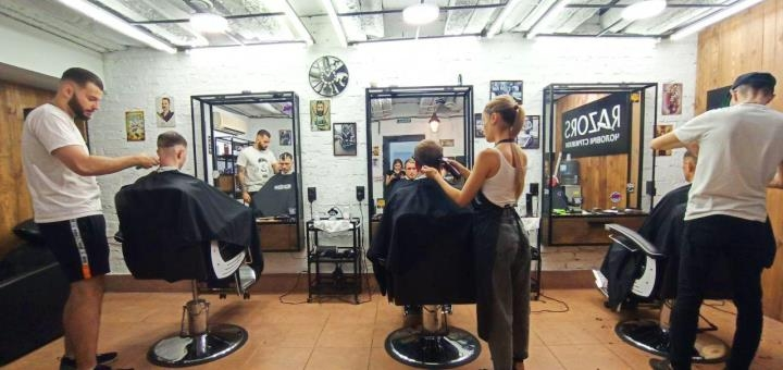 Мужская стрижка, укладка и коррекция бороды от младшего мастера в сети барбершопов «Razors»