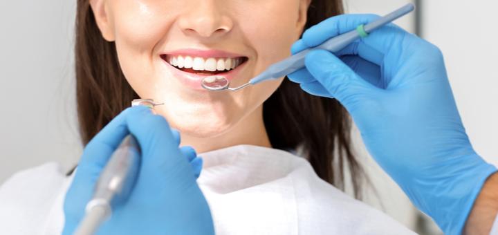 Комплексная чистка и полировка зубов в клинике «Merit»