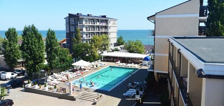 От 3 дней летнего отдыха на базе «Маяк» в Затоке на первой линии от Черного моря