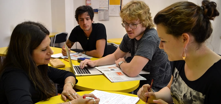 До 4 месяцев безлимитных оффлайн или онлайн-занятий английским языком в школе «BeeTalker»