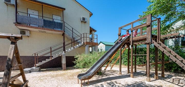 От 4 дней в сентябре на базе отдыха «Кипарис» в Кирилловке на Федотовой косе Азовского моря