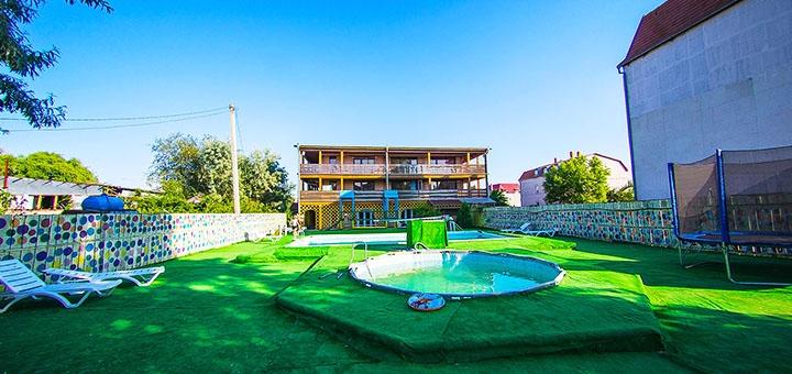 От 3 дней отдыха в сентябре с завтраками и посещением бассейна на базе отдыха «Хуторок» в Затоке