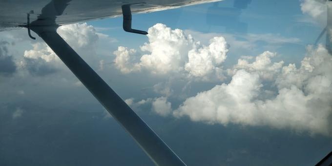 Скидка 53% на обзорный полёт над Киевом на самолете «Cessna 182» от «Полетели с нами»
