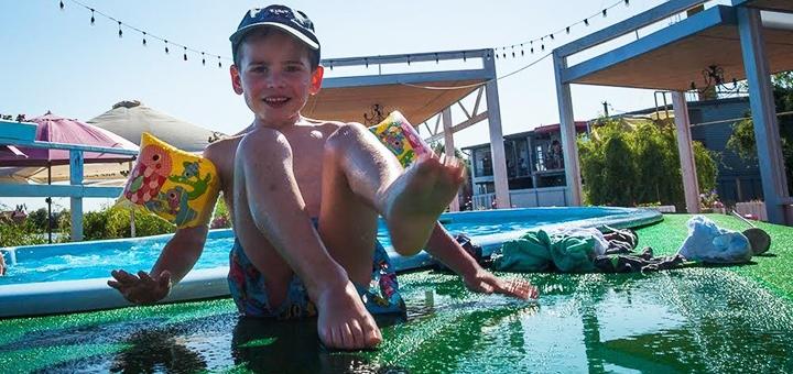 От 3 дней в августе с завтраками и бассейном в отеле «Flamingo Beach Club» в Каролино-Бугазе