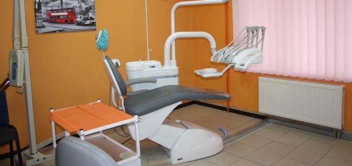 Профессиональная ультразвуковая чистка и полировка зубов в медицинском центре «Meduzas»