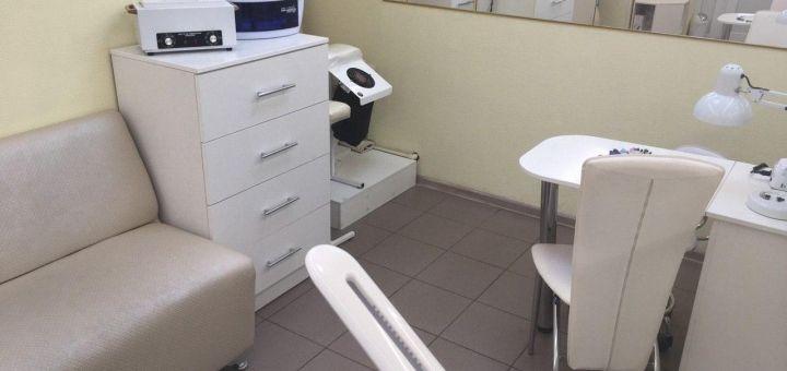 До 3 сеансов маникюра и педикюра с гель-лаком и укреплением ногтей в салоне «The beauty room»