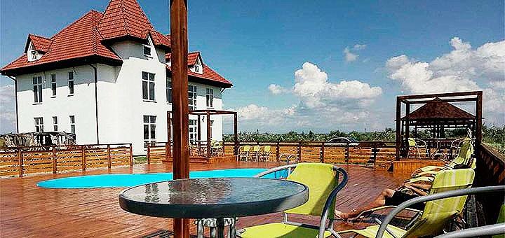 От 2 дней отдыха с бассейном в отеле «Край Неба» возле термальных источников в Берегово