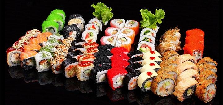 Скидка до 50% на суши-сеты и пиццу от службы доставки «Osava»