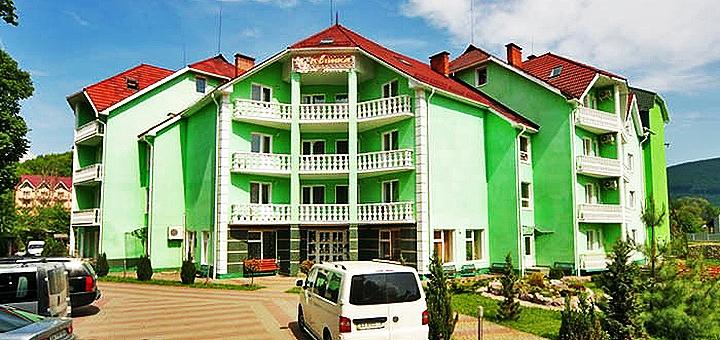 От 3 дней отдыха и оздоровления с питанием и лечением в комплексе «Квітка Закарпаття» в Поляне