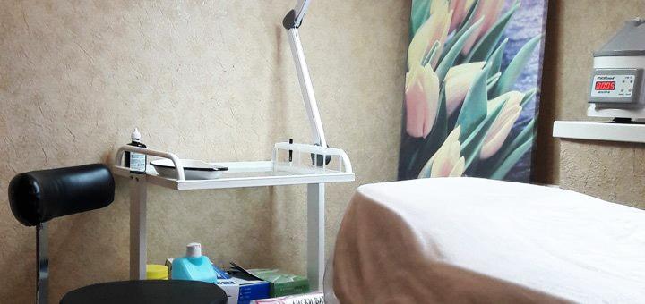 Комплексная чистка с AXA-пилингом, маской и микродермабразией в салоне красоты «Happy Day»