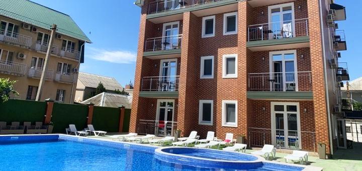 От 3 дней отдыха в бархатный сезон в отеле с бассейном «Atlas» в Железном Порту на Черном море