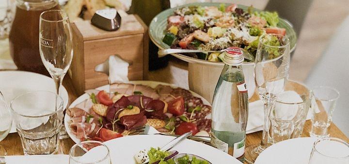 Скидка 50% на все меню кухни в семейном кафе «Family Palace»