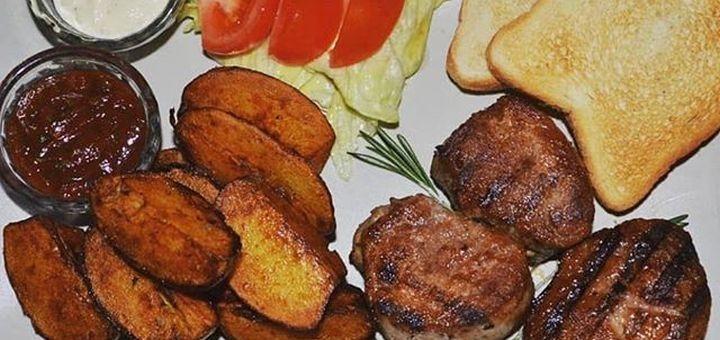 Скидка 50% на все меню кухни, пиво «Московское» и квас в пабе «Petrovka»