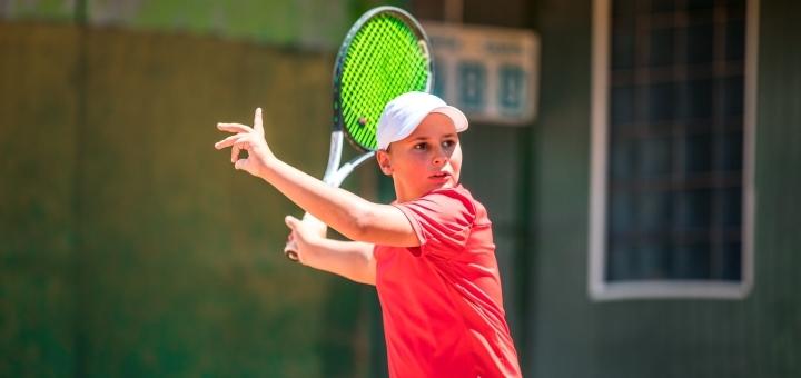 До 3 занятий большим теннисом с тренером в клубе «Play&Study»