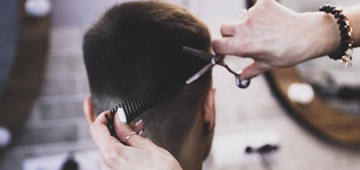 Мужская стрижка и стрижка бороды в салоне красоты «ES Beauty Bar»